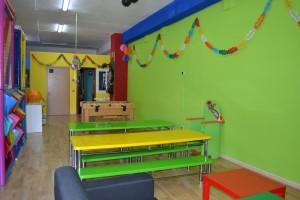 Sala, trono, mesas y sillas infantiles, decoración | www.migranfiesta.es