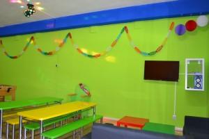 Sala, trono, mesas y sillas infantiles, decoración festiva | www.migranfiesta.es