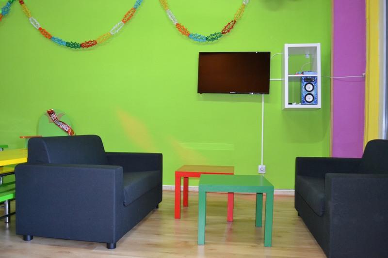 Sala con Sofás, TV y Karaoke