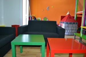 Sala con sofás y mesas auxiliares   www.migranfiesta.es
