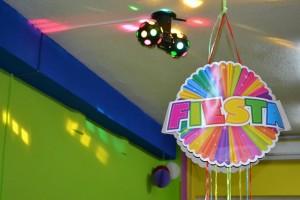 Bola de discoteca y piñata | www.migranfiesta.es