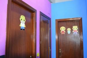 Acceso a aseos infantiles y masculino   www.migranfiesta.es