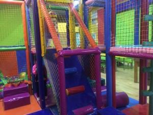 Acceso al parque de bolas   www.migranfiesta.es